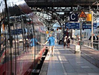 Czy polskie dworce kolejowe są przyjazne dla osób niepełnosprawnych?