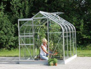 Jak założyć szklarnię ogrodową?
